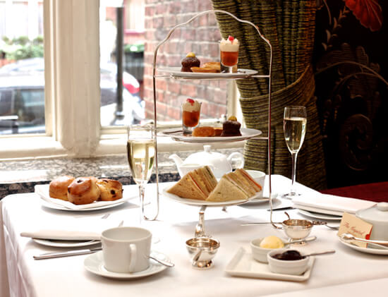 London champagne afternoon tea (photo by Lotta Holmberg)