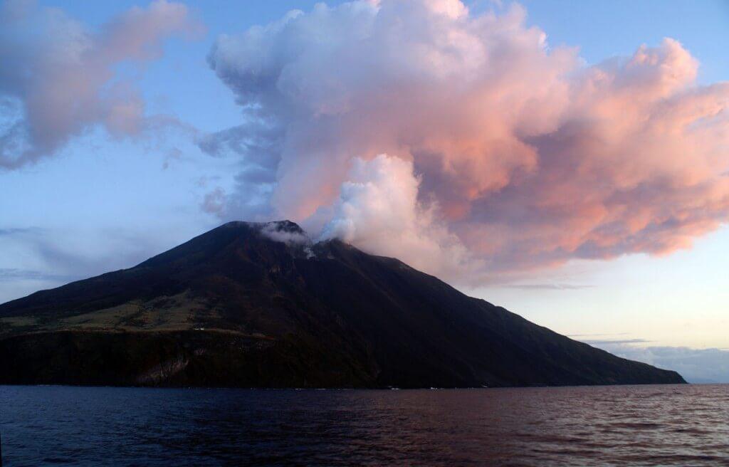 italian-active-volcanoes-stromboli-2