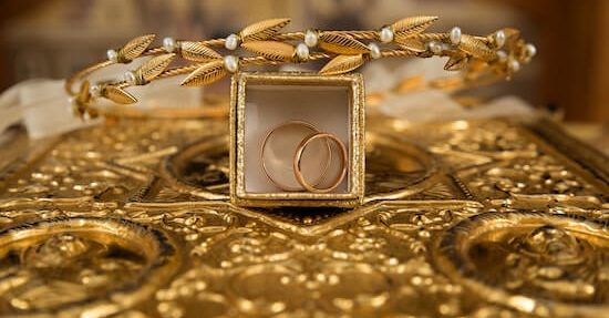 Stay Golden: Gleaming 50th Wedding Anniversary Gifts