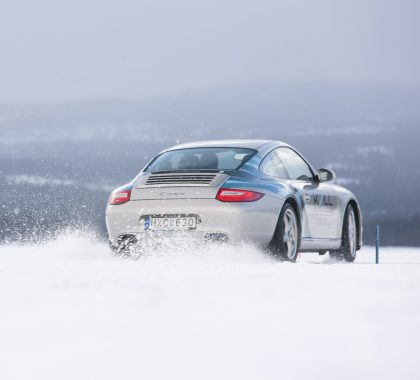 Porsche driving through ice in Sweden