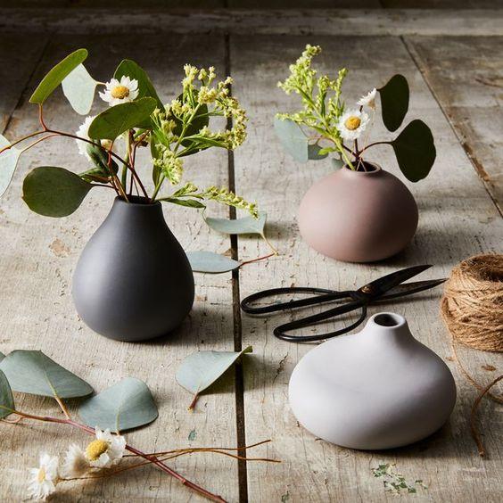 Flowers in porcelain vases for 18th anniversary gift