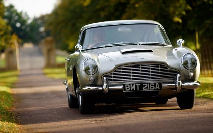 Roadtrip in Retro Aston Martin