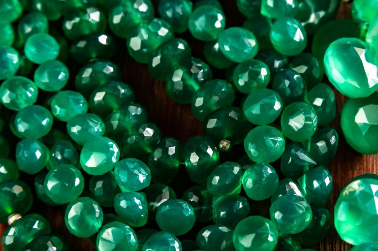 beads made of chrysoprase