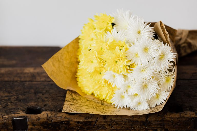 A bouquet of white and yellow chrysanthemums