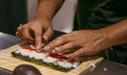 Flavoursome Friends: Sushi And Cocktail Class For One At The Avenue Cookery School