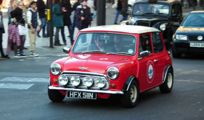 Mini & Me: Iconic London Tour For Two in a Classic Mini Cooper