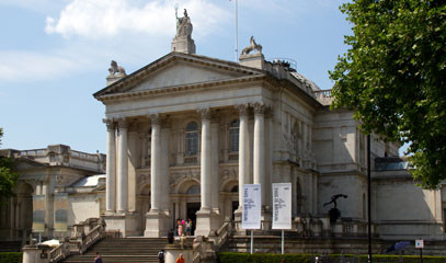Britain's Best: Private Tate Britain Tour & Michelin Star Dining for Two