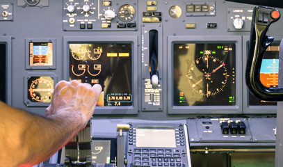 Full Throttle: Full-Motion Flight Simulator Experience for One with Virtual Aerospace